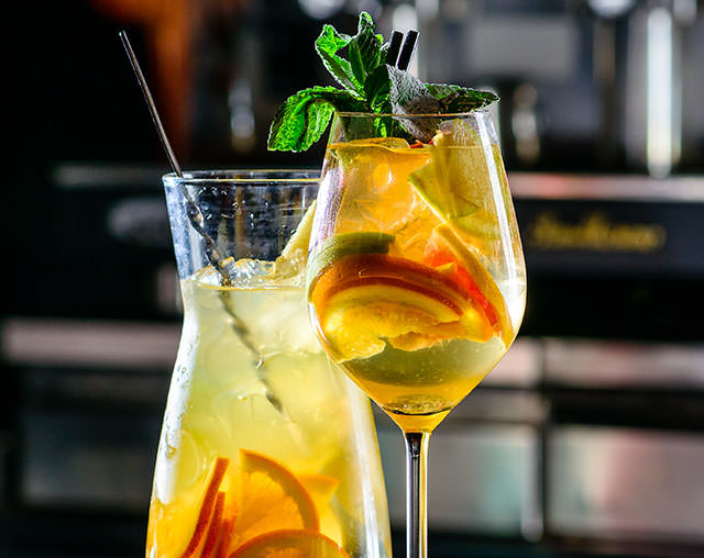 Mobile Cocktail Sangria Blanca